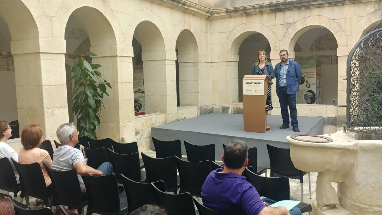 La biblioteca Pere Ibarra acull una exposició per promoure la producció i el consum responsables