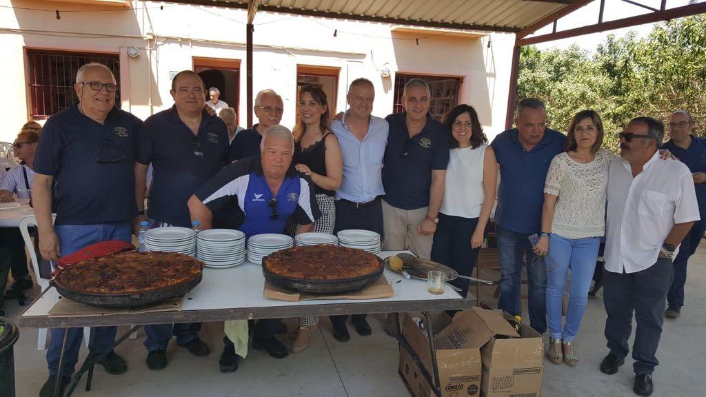 Los Amigos del Arroz con Costra y el Ayuntamiento agasajan con una comida para los mayores de la ciudad