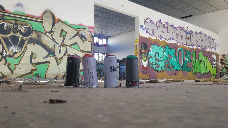 Identificado por pintadas vandálicas en la fachada de un establecimiento público