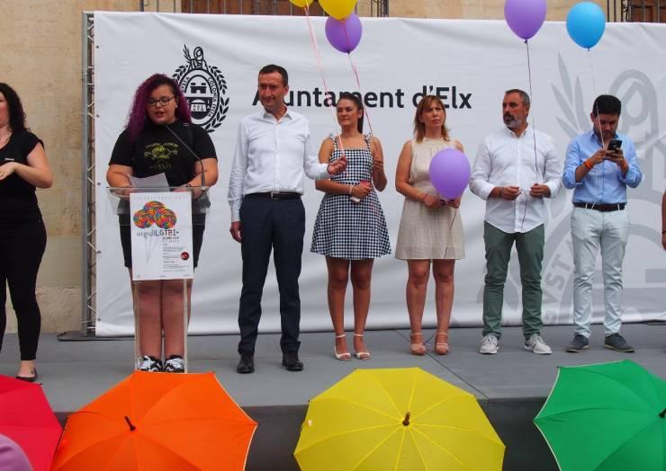 La corporació municipal dona suport al Dia Internacional LGTBI 2018