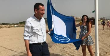 La bandera azul ya ondea en cinco playas ilicitanas