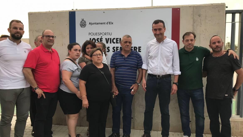 El polideportivo de Las Bayas ya lleva el nombre de José Vicente Quiles