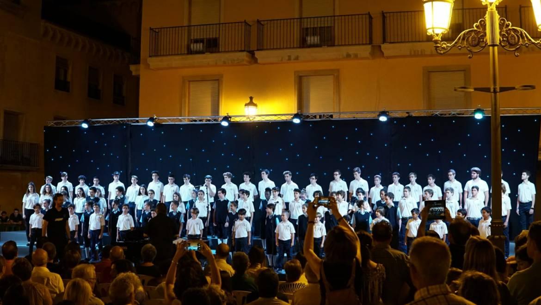 """Cerca de 1.500 personas abarrotan la Plaza del Congreso Eucarístico para ver """"Las voces del coro"""""""
