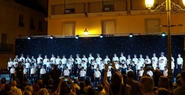 """Vora 1.500 persones abarroten la plaça del Congrés Eucarístic per a veure """"Les veus del cor"""""""