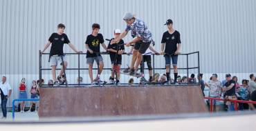 Desenes de joves inauguren l'Skate Park de l'Altet