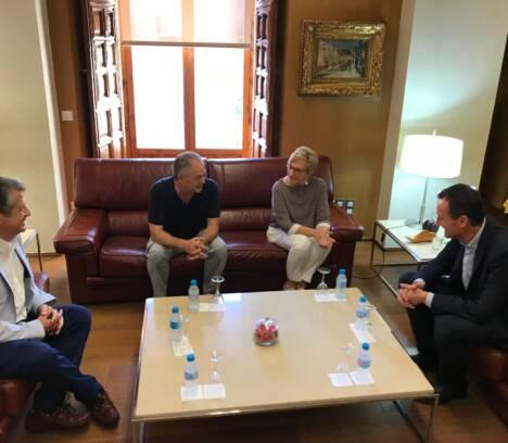 La consellera de Sanidad se compromete a impulsar la construcción del segundo centro de Salud en Altabix