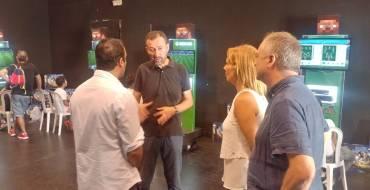 Varios miembros de la corporación municipal visitan la PartyElx2k18 en L'Escorxador