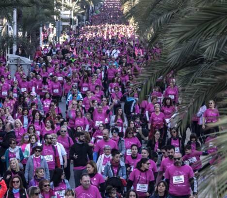 La Carrera contra el cáncer de mama reúne en Elche a más de 8.000 personas