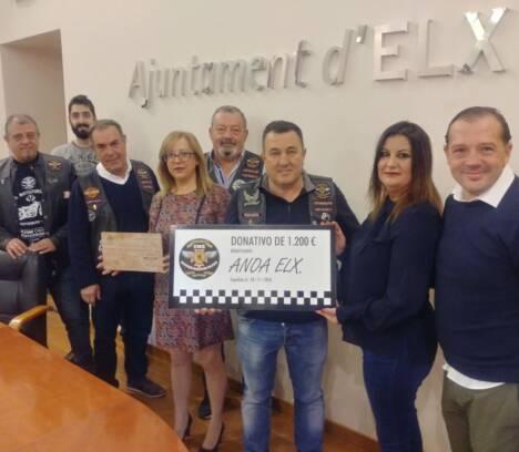 El Ayuntamiento entrega a Anoa Elx la recaudación obtenida en la ruta mototurística