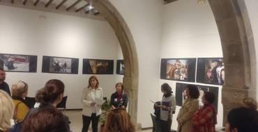 Inauguración de la exposición 'Del morado al negro' en La Lonja Medieval