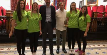 El alcalde y el concejal de Deportes reciben al Club ESADE por los éxitos conseguidos en Italia