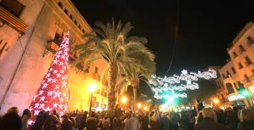 El Ayuntamiento destinará este año 100.000 euros al alumbrado navideño para impulsar la actividad comercial