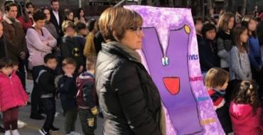 Concentración en el colegio Ferrández Cruz en repulsa por la muerte de la profesora Laura Luelmo