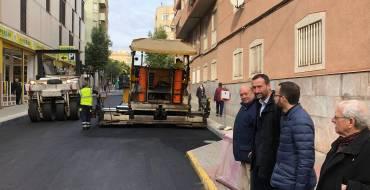 El plan de renovación urbana llega a Carrús con el asfaltado de calles y la mejora de aceras
