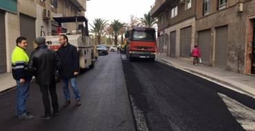 El Ayuntamiento continúa con su plan de mejora del barrio de Altabix con la inversión de 50.000 euros en el asfaltado de Obispo Winibal