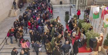 Els Reis Mags arriben a Elx i reben centenars de xiquetes i xiquets en el Palau d'Altamira