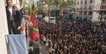 Más de 5.000 jóvenes reciben a Alba Reche en la Plaça de Baix