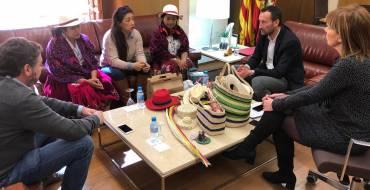 El alcalde de Elche recibe a una delegación de artesanas de Ecuador