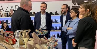 El alcalde de Elche apoya a los expositores ilicitanos en la Feria Internacional de Calzado de Milán