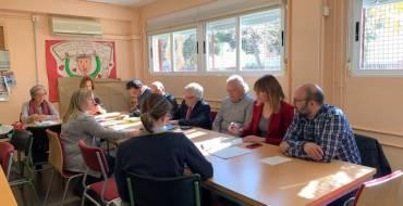La comunidad educativa del colegio La Paz se reúne con las autoridades para impulsar las obras de rehabilitación del centro