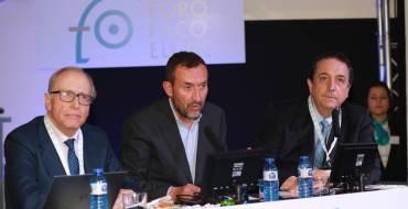 El alcalde inaugura el congreso oftalmológico FacoElche acompañado del doctor Fernández Vega y el organizador del acto, el doctor Fernando Soler