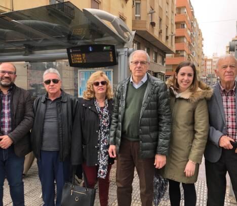 Dos nuevas marquesinas sonoras facilitan el acceso de las personas invidentes a la red de autobuses urbanos en Elche