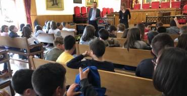 Visita al Ayuntamiento de medio centenar de escolares del colegio San Fernando