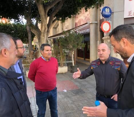 El Ayuntamiento y la Agrupación de Peluqueros de Elche colaborarán en la lucha contra la competencia desleal
