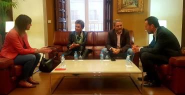 El alcalde Carlos González recibe a Juan José Ruiz, candidato a rector de la UMH
