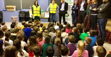 El alcalde apoya la campaña de reciclaje entre los escolares con una visita al colegio Jorge Guillén