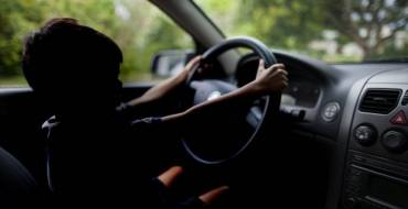Instruido atestado por menor de 13 años conduciendo un turismo junto a sus padres