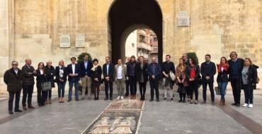 Minuto de silencio en la plaça de Baix por el asesinato machista de una mujer en Vinaròs