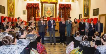 Recepción en el Ayuntamiento a las 53 candidatas a reinas y damas de las fiestas de Elche