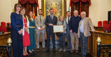 El Ayuntamiento de Elche nombra Hijo Predilecto al periodista y escritorVicente Verdú