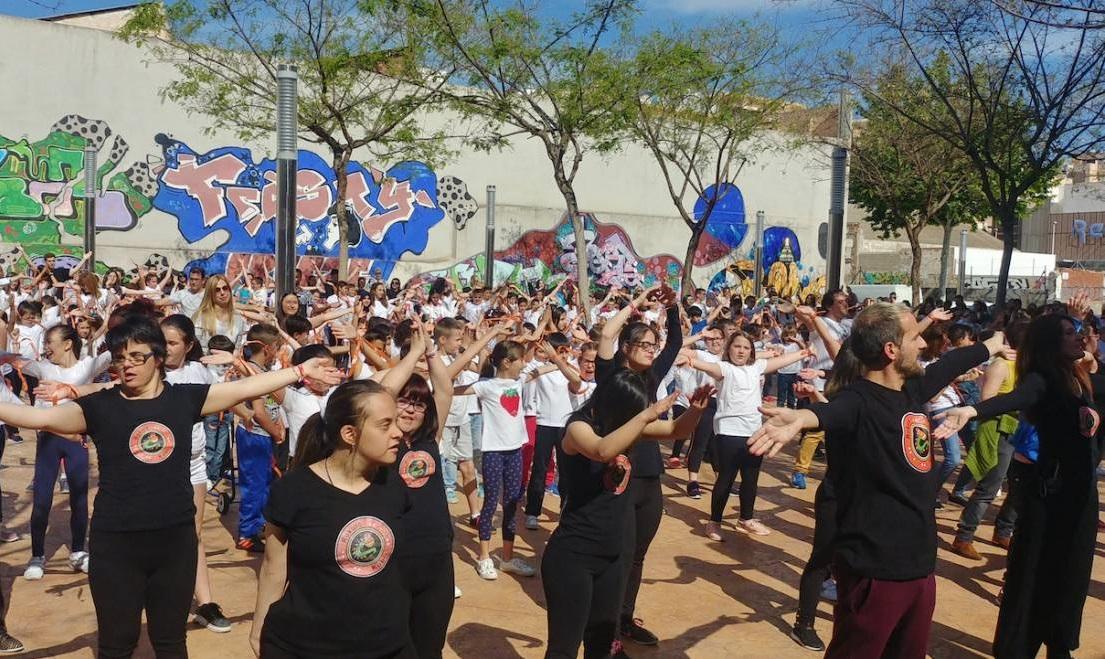 El CEIP Marià Benlliure organitza un 'flashmob' pel Dia Internacional de la Dansa
