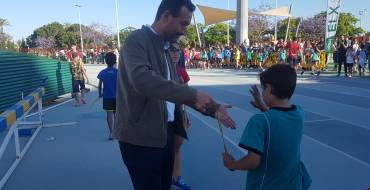 La XXVI Milla Escolar reúne 1.200 participantes en el estadio de atletismo Manolo Jaén