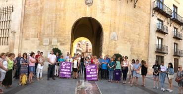 El Equipo de Gobierno Municipal apoya la concentración contra la violencia machista en la plaça de Baix