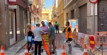 El Ayuntamiento invierte 80.000 euros en la peatonalización de la calle Aurora y en la mejora de la red de suministro de agua