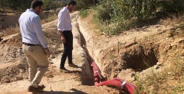 """El Ayuntamiento de Elche mejora la iluminación de la ladera del río con la instalación de 17 nuevas farolas en el """"Valle trenzado"""""""