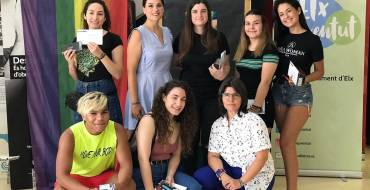 La concejala de Juventud entrega los premios de la campaña D-VALIENTES