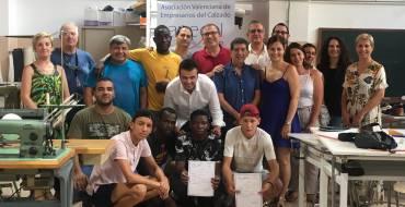 El Regidor de Promoció Econòmica clausura el curs de Muntatge de Calçat d'AVECAL finançat per l'Ajuntament d'Elx