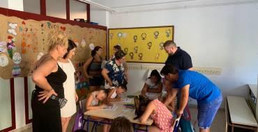 El concejal de Igualdad visita la escuela de verano de Los Palmerales