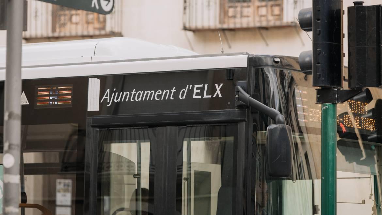 La edil de Movilidad, Esther Díez, informa sobre las alternativas de transporte colectivo durante las fiestas