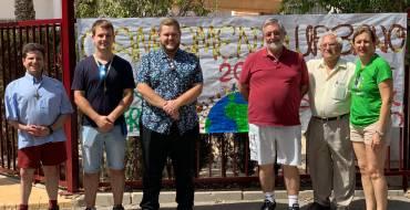 Mariano Valera apoya con su visita la labor del campamento urbano de la Fundación Ángel Tomás