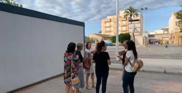 Ayuntamiento, Conselleria y AMPA de La Baia acuerdan colocar nuevas aulas prefabricadas a la espera de la construcción del nuevo centro