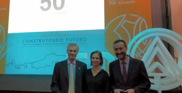 El alcalde de Elche apoya a los aparejadores en la celebración del 50 aniversario de su colegio profesional