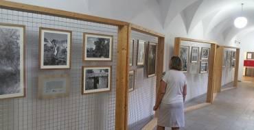 La Biblioteca Pedro Ibarra inaugura la exposición de Paco Cascales