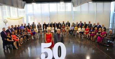 Veintiséis parejas ilicitanas  celebran sus bodas de oro  el Centro de Congresos
