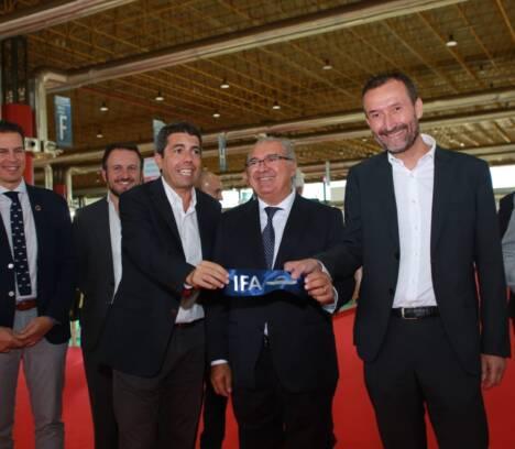 El alcalde de Elche asiste a la inauguración de la 42 edición de Futurmoda