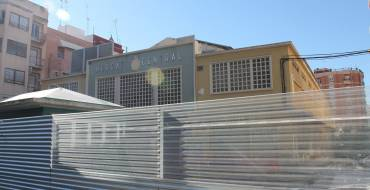 Comunicado: Aigues d'Elx lleva a cabo la eliminación de una obstrucción en la red de saneamiento en la Plaza de Las Flores
